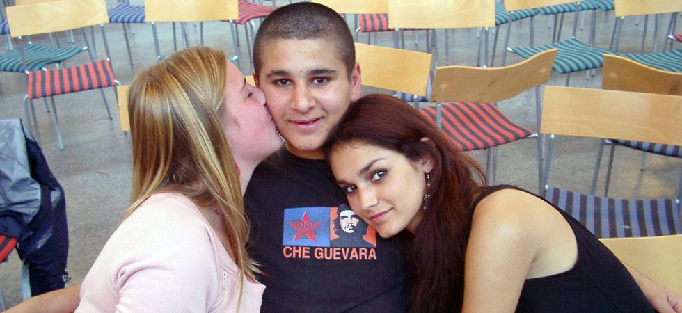 En kille och två tjejer